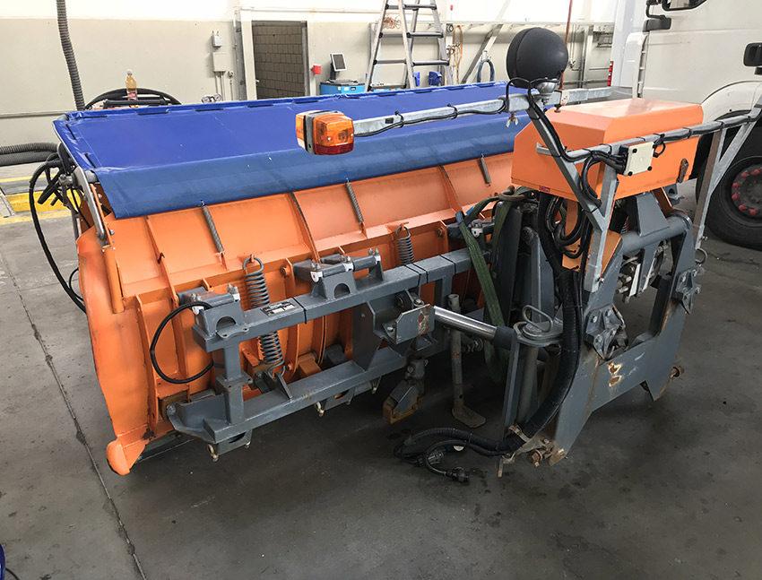 Service und Reparaturen von Schneepflügen
